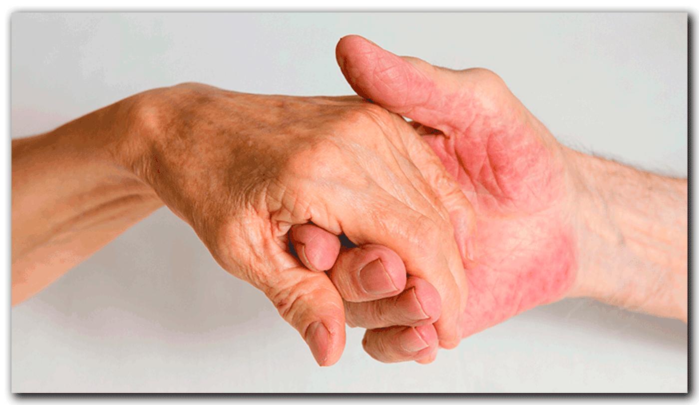 Manos de ancianos cogidas